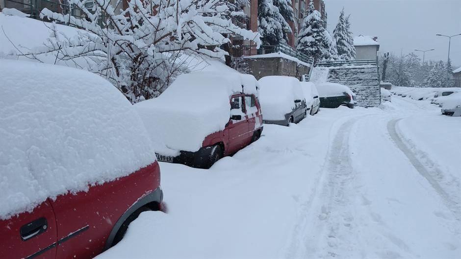 Vozači, čuvajte se snežnih nanosa na putevima u Srbiji