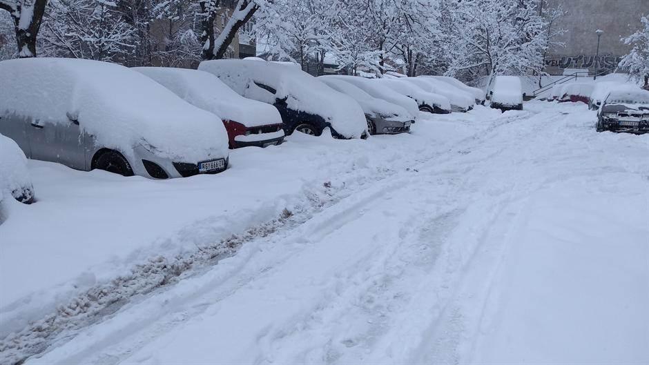 Srbija pod snegom, putevi zavejani (FOTO)