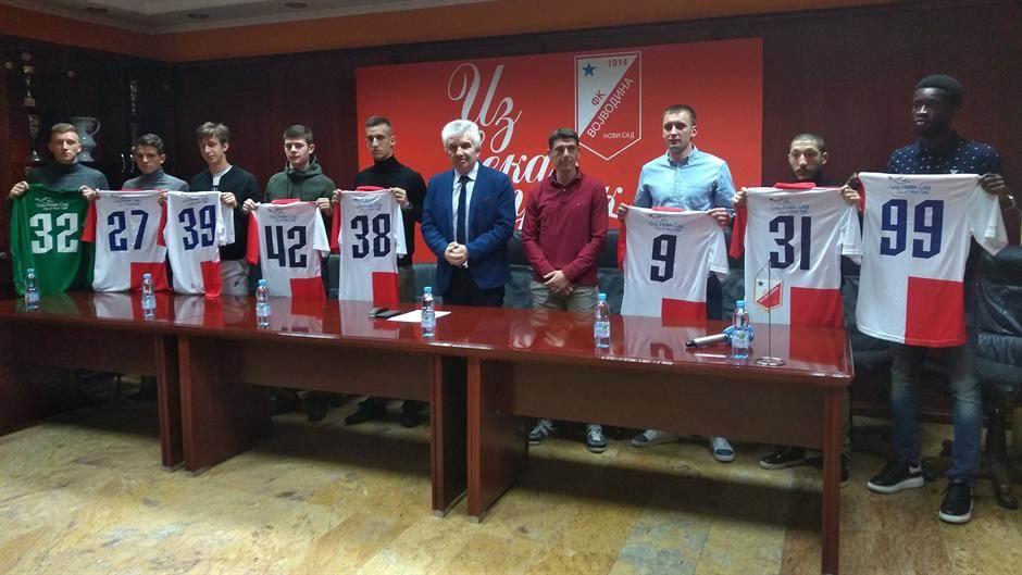 S leva na desno: Nemanja Toroman, Andrej Jakovljević, Marko Bjeković, Milan Vidakov, Igor Jeličić, Bojan Matić, Vuk Mitošević i Seku Kone.