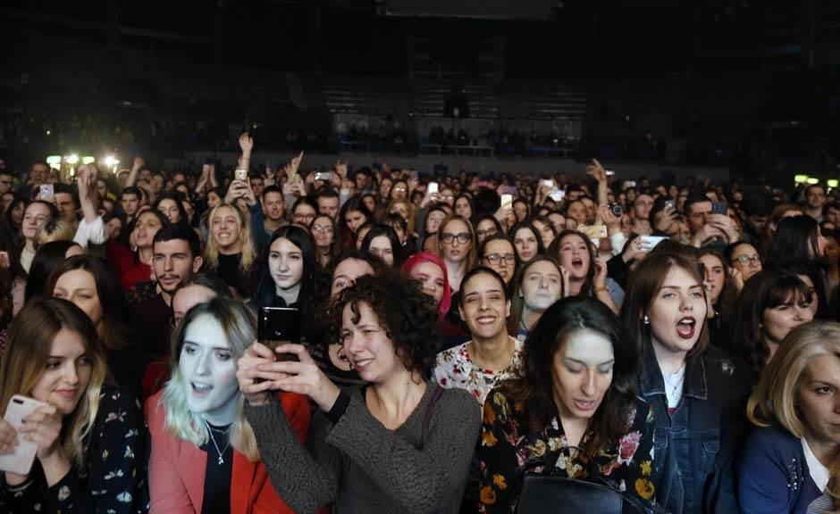 A u publici - ŽENE!
