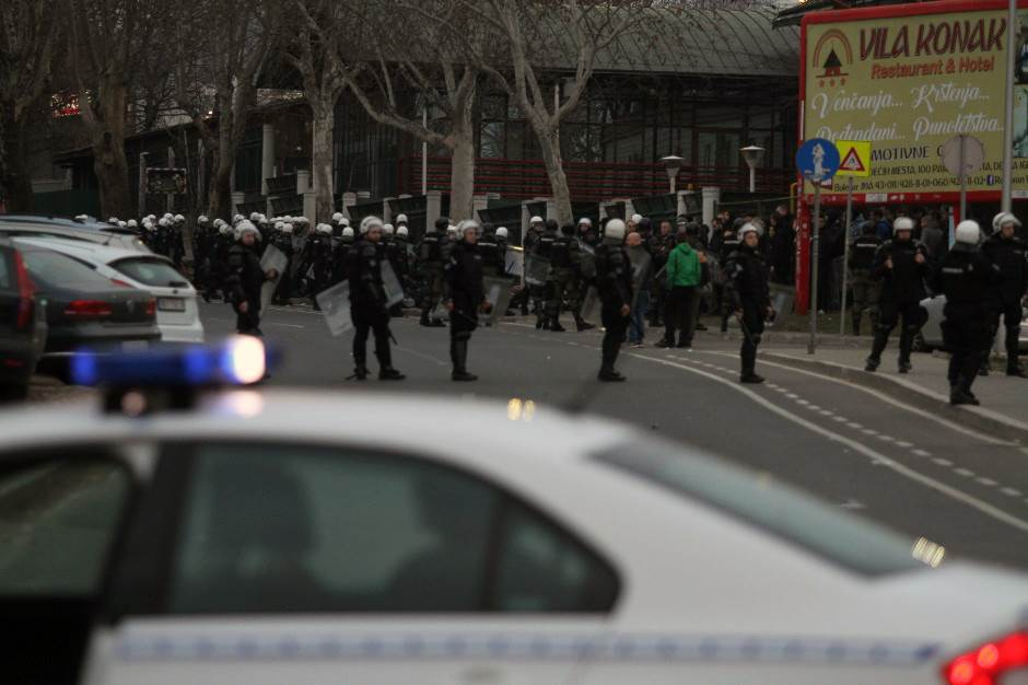 Sukob pre derbija, povređeno 17 policajaca!