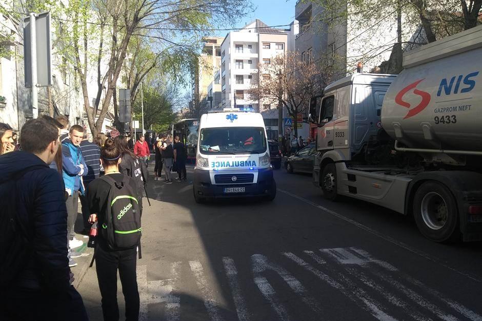 Autobus udario devojku na Dorćolu! (FOTO)