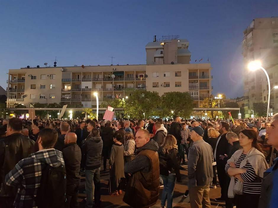 """""""97.000: Odupri se"""": Protest u Podgorici (FOTO)"""