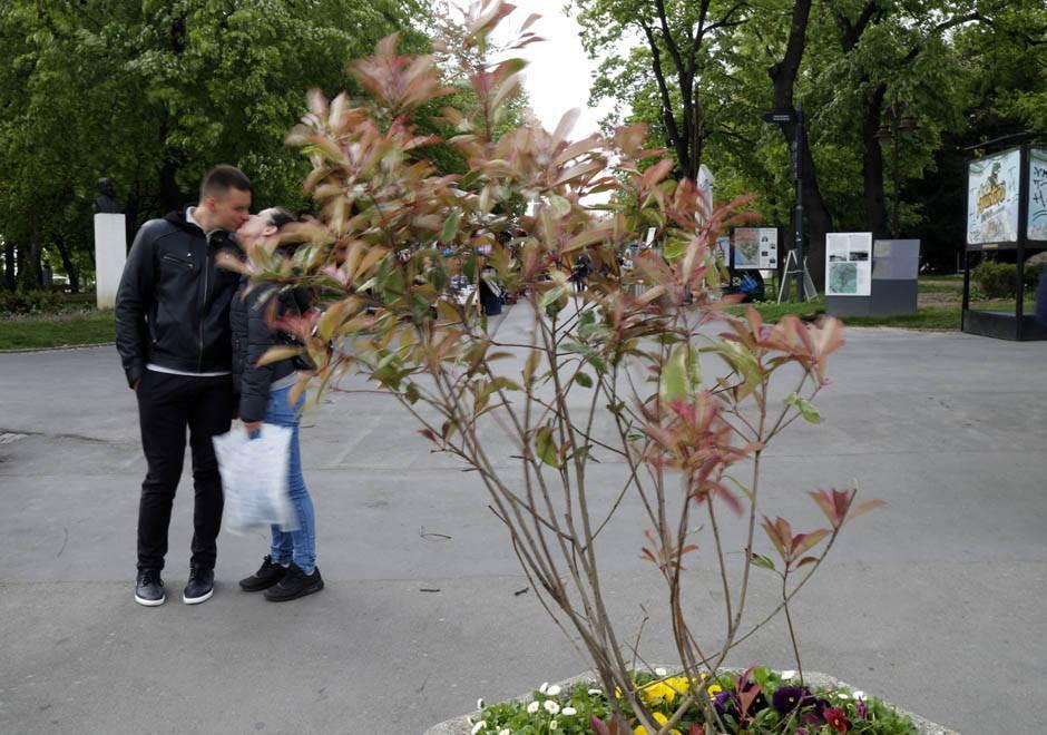 Problemi zbog vetra: Odvalila se fasada na Vidikovcu