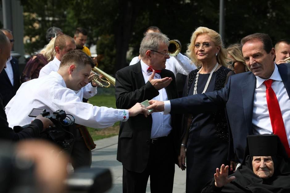 Spektakl Karića ispred Hrama Svetog Save! (FOTO)