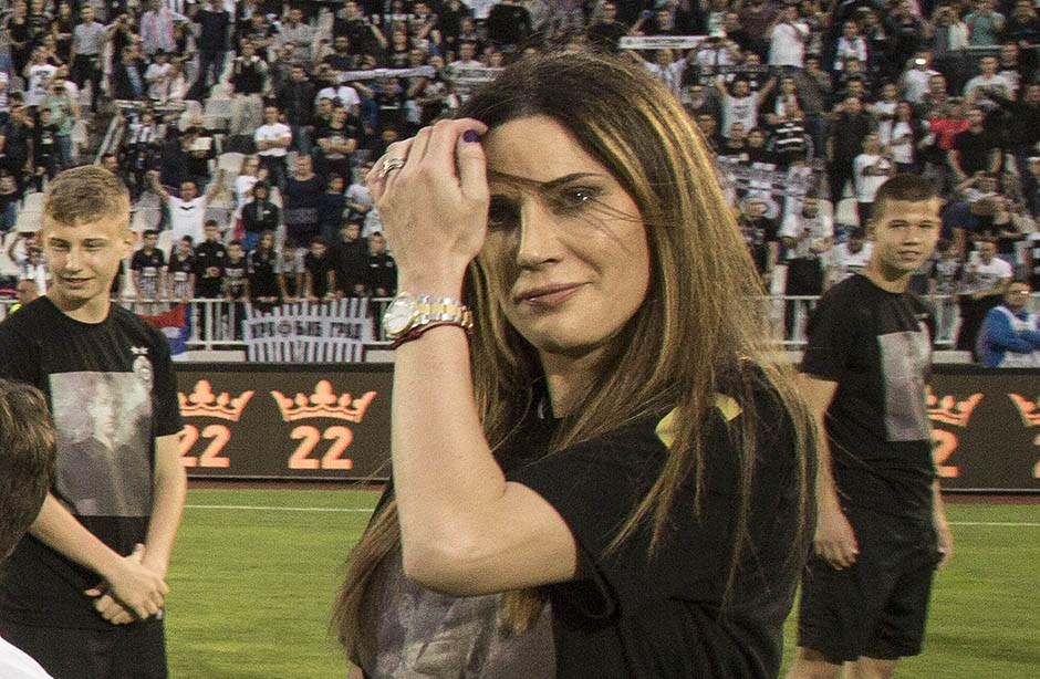 Žene fudbalera - osmesi i suze