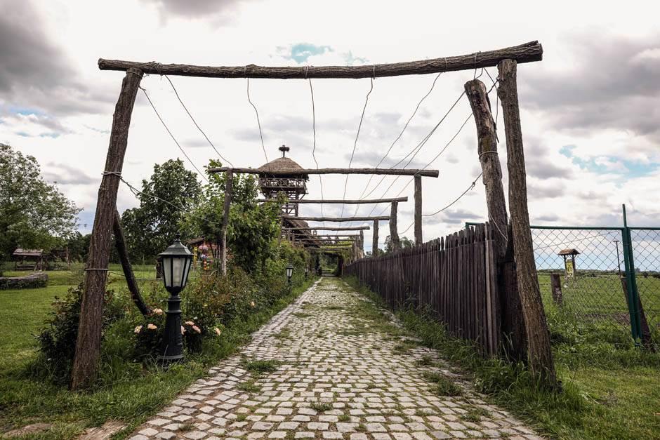 Magarac dovlači horde turista u Srbiju (FOTO)