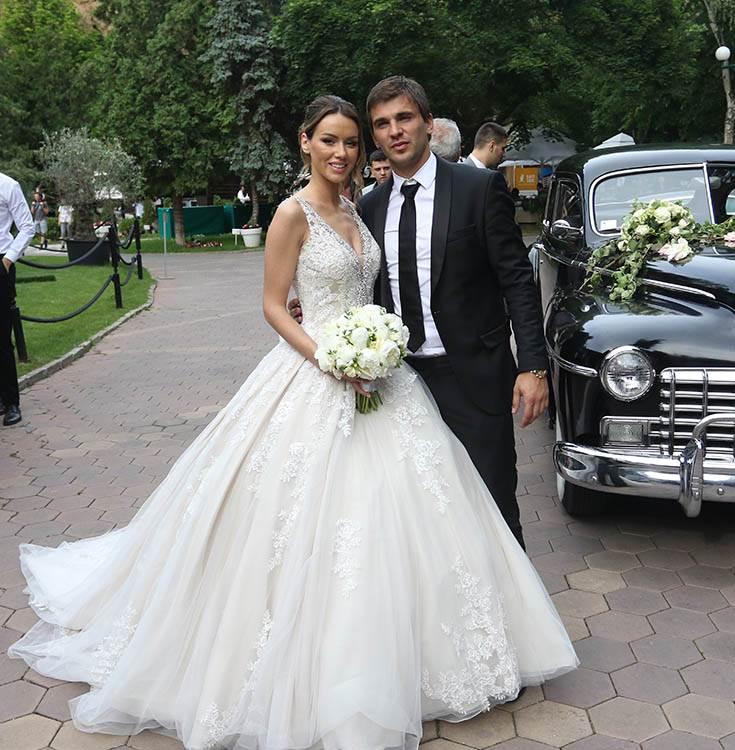 Mitar kumovao na crveno-beloj svadbi!