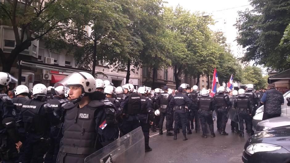 mirdita,policija,kordon,protesti,demonstracije