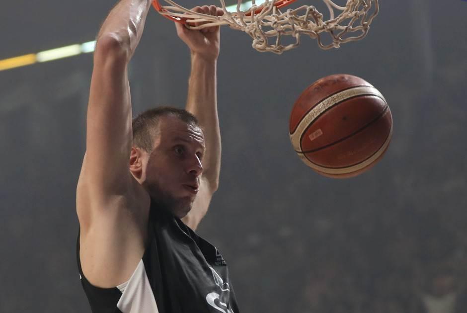Trojka zapalila Pionir - Partizan izjednačio!