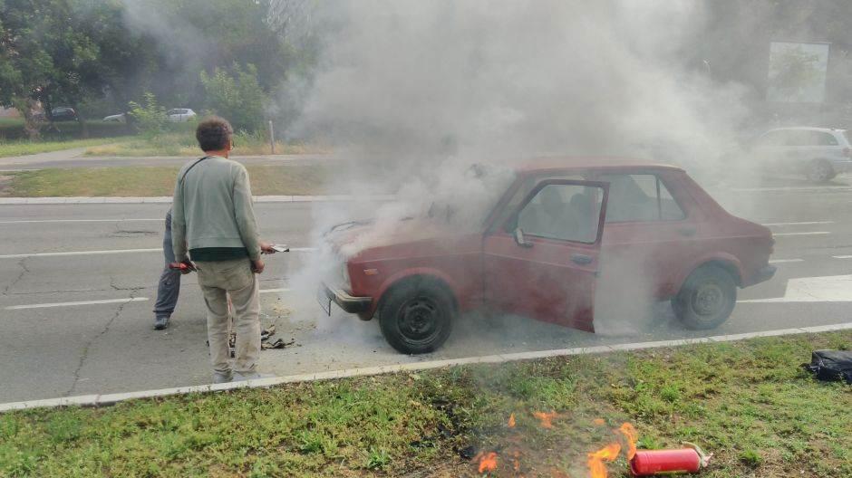 zapalio se,automobil, gori