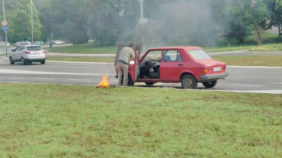 zapalio se automobil, gori,