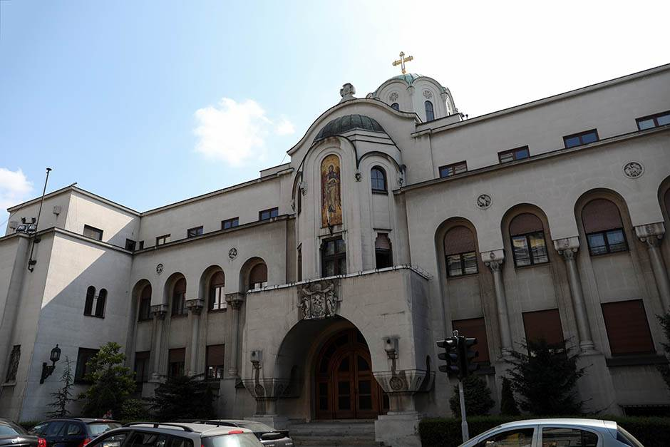 UPAO U PATRIJARŠIJU i tražio pare za odbranu Srbije