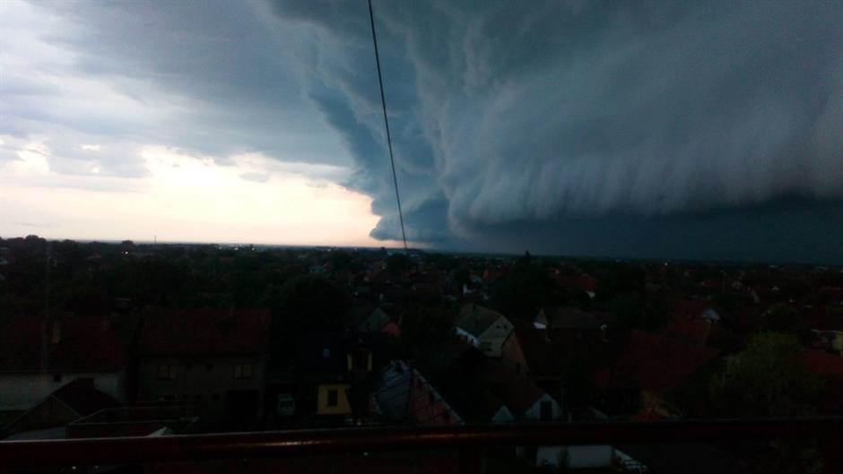 PAŽNJA: Popodne NEPOGODE sa gradom i olujnim vetrom