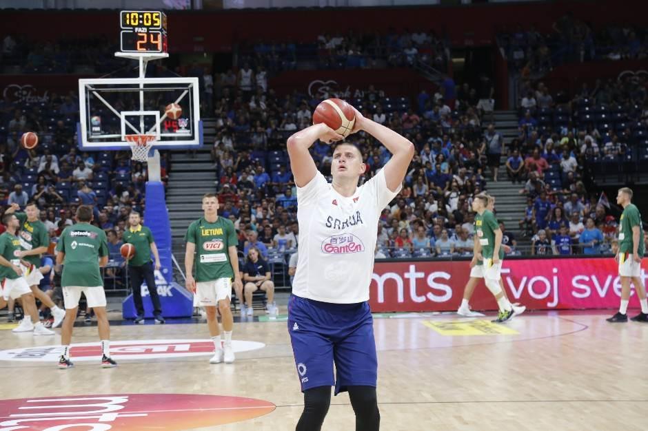 FOTO: Srbiju gledao i Nikolin trener iz NBA lige!