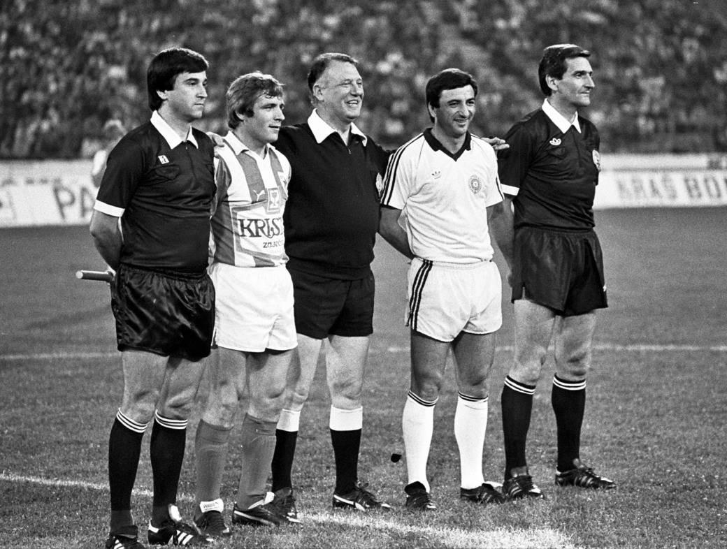 Kapiteni Zvezde i Partizana Miloš Šestić i Momčilo Vukotić (1983. godine).