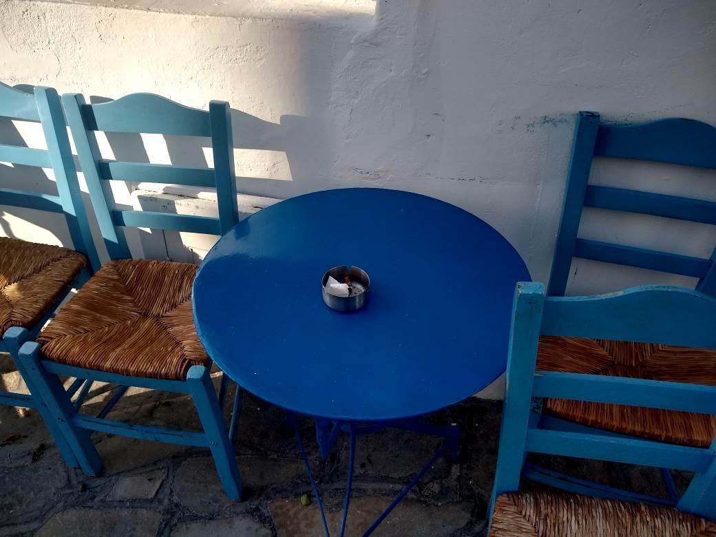 astipalea pikavac piksla kafana sto stolice stolica cigareta cigarete