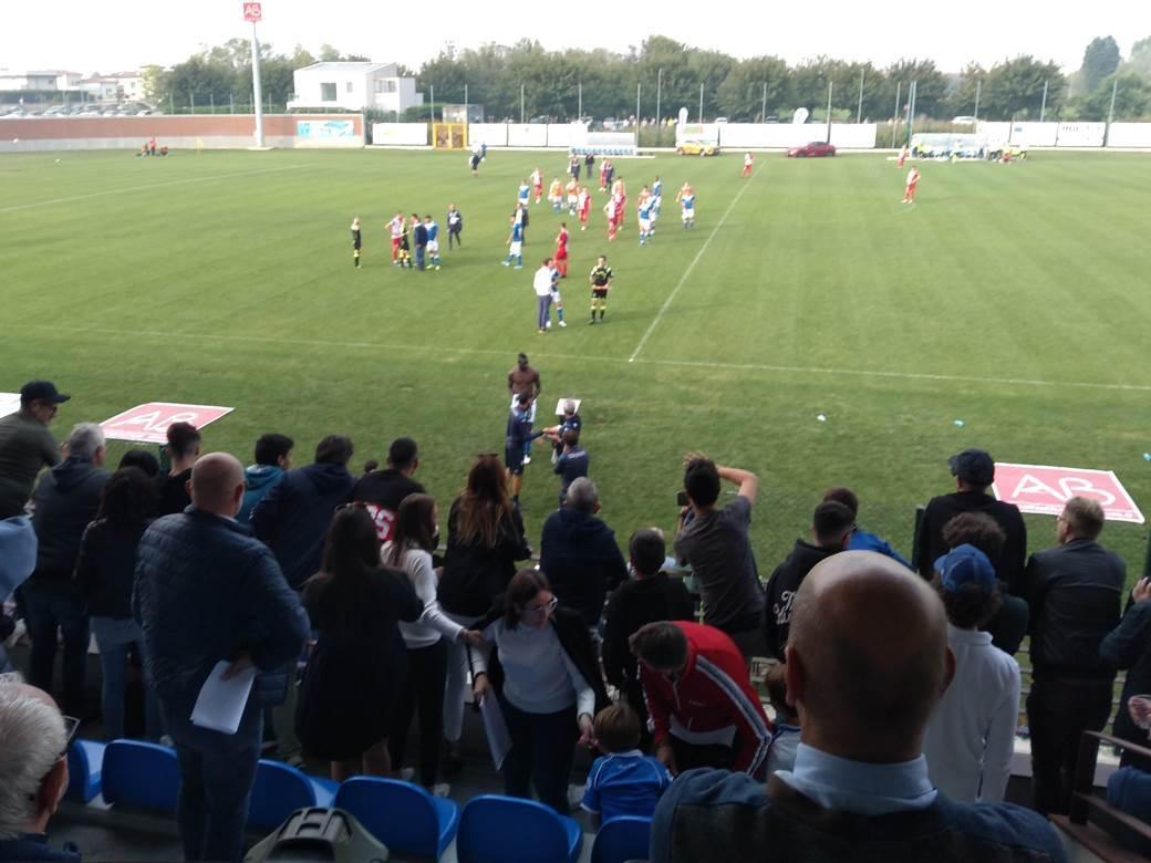 Mario Baloteli prvi je skinuo dres i napustio teren na meču Breše i Vojvodine.