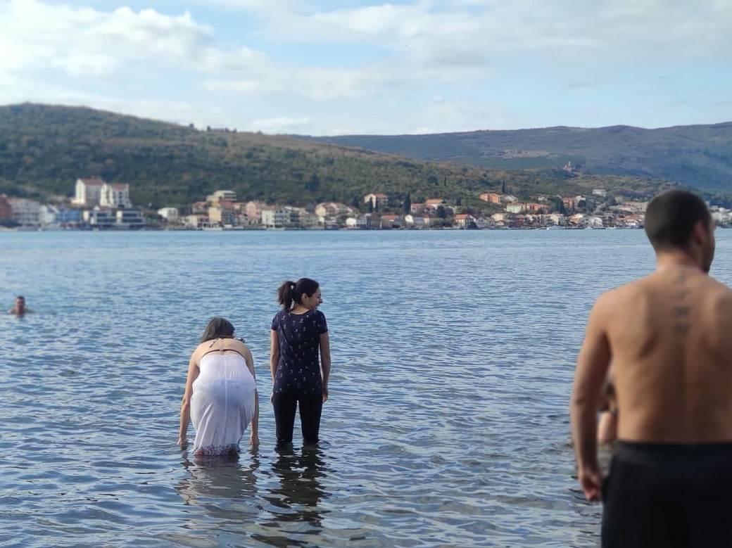 Plivanje za Časni krst na Miholjskoj prevlaci