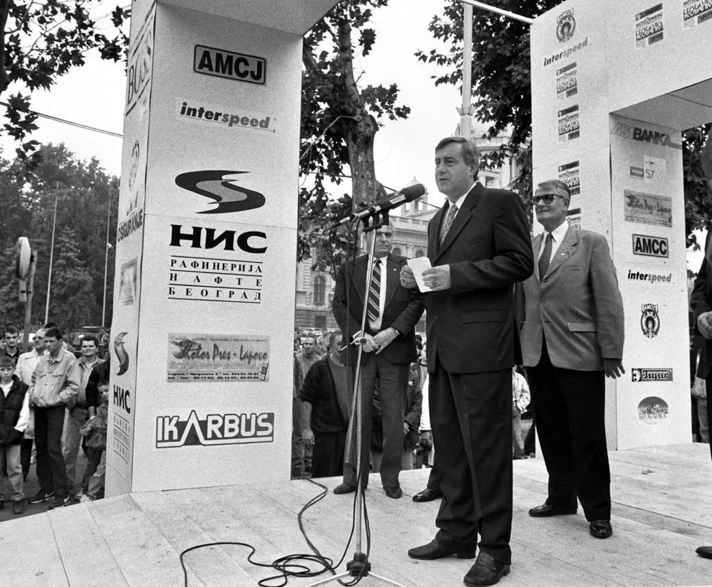 Pavle Bulatović snimljen 1996. godine kada je bio savezni ministar unutrašnjih poslova