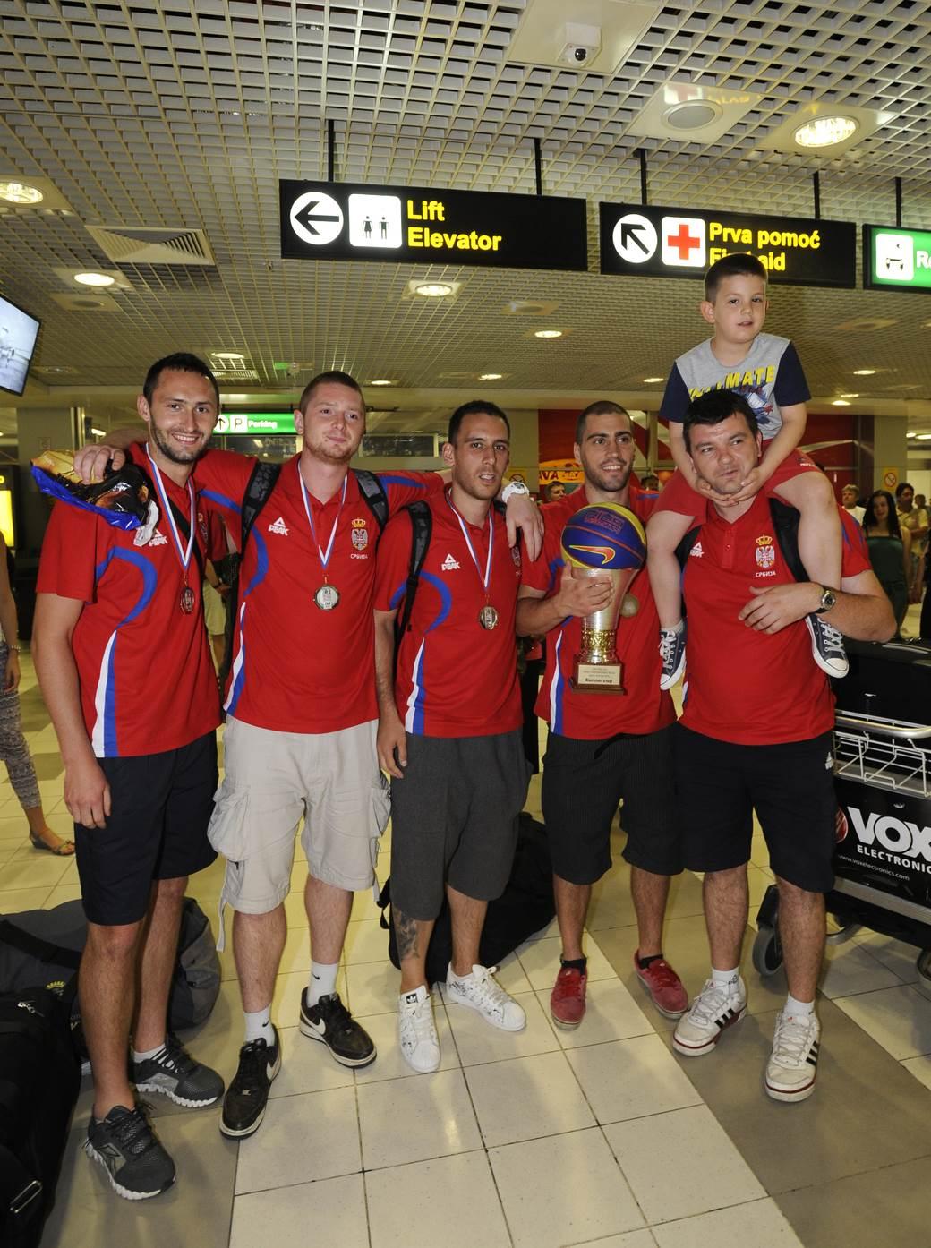 Najbolji basketaši sveta: Dejan Majstorović, Marko Savić, Marko Ždero, Dušan Domović Bulut i Goran Vojkić.