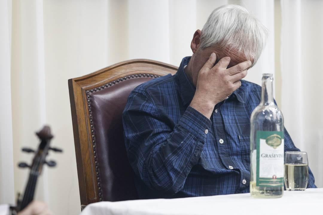 kafana pijanica piće alkohol alkoholizam veselje vino topola