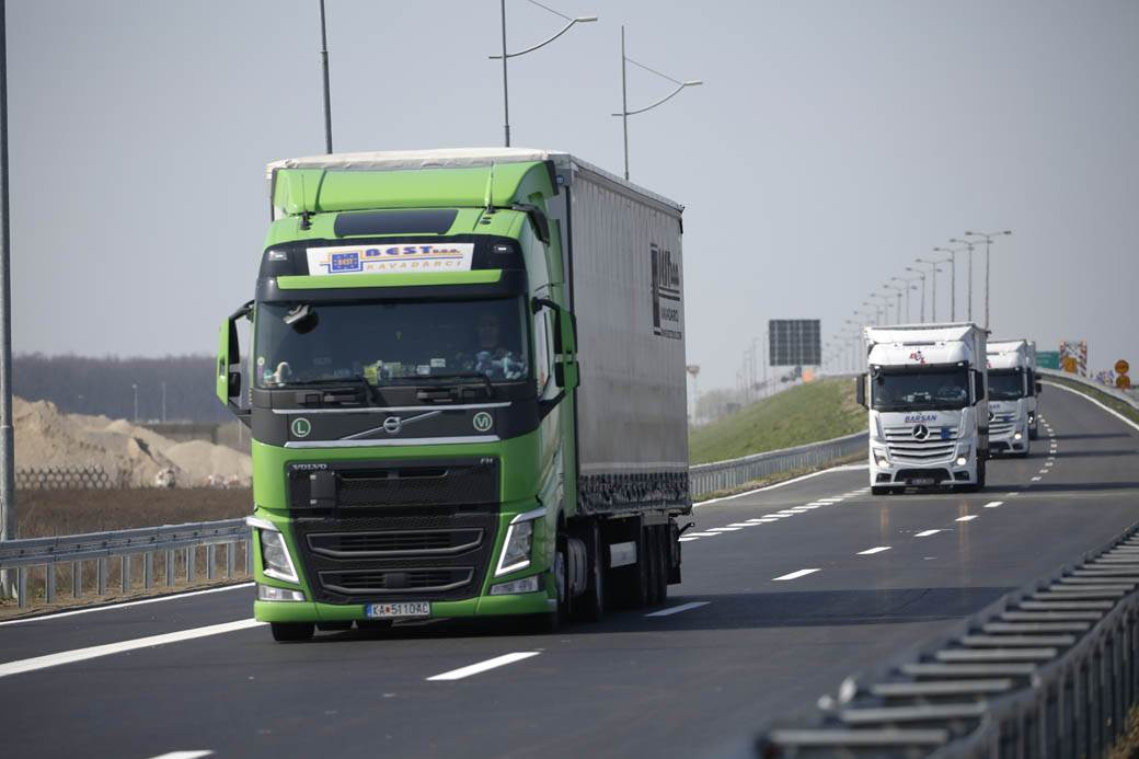 kamioni-pratnja-AUTO-PUT-goran-sivački-2.jpg