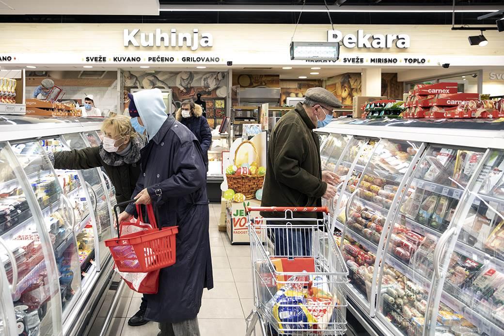 penzioneri koronavirus korona virus kupovina prodavnica mondo goran sivački (14).jpg