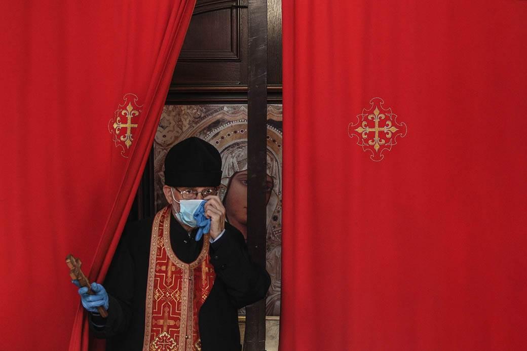 liturgija-koronavirus-crkva-uskrs-stefan-stojanović-9.jpg