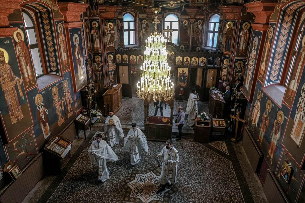 uskrs-liturgija-crkva-koronavirus-stefan-stojanović-3.jpg