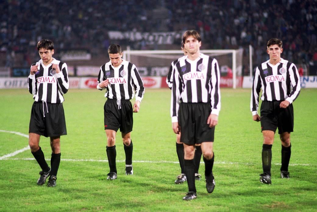 Dragan Ćirić, Zoran Mirković, Dražen Bolić i Veljko Paunović poraženi odlaze iz Ljutice Bogdana (Crvena zvezda - Partizan 2:0, 26. oktobar 1994).
