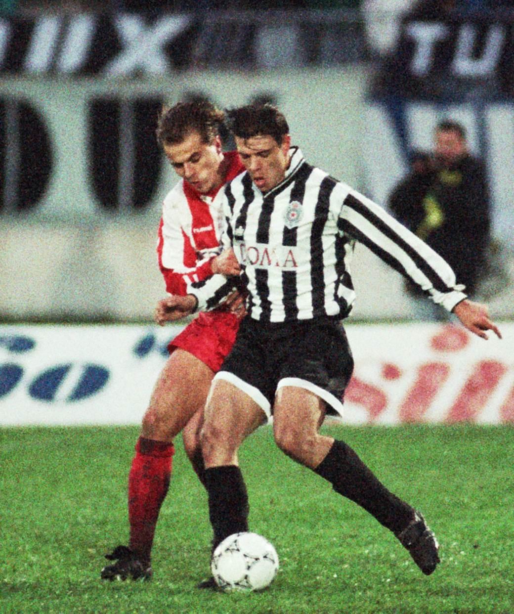 Savo Milošević i Nebojša Bandović u duelu na polufinalu Kupa (Partizan - Crvena zvezda, 6. april 1994. godine).