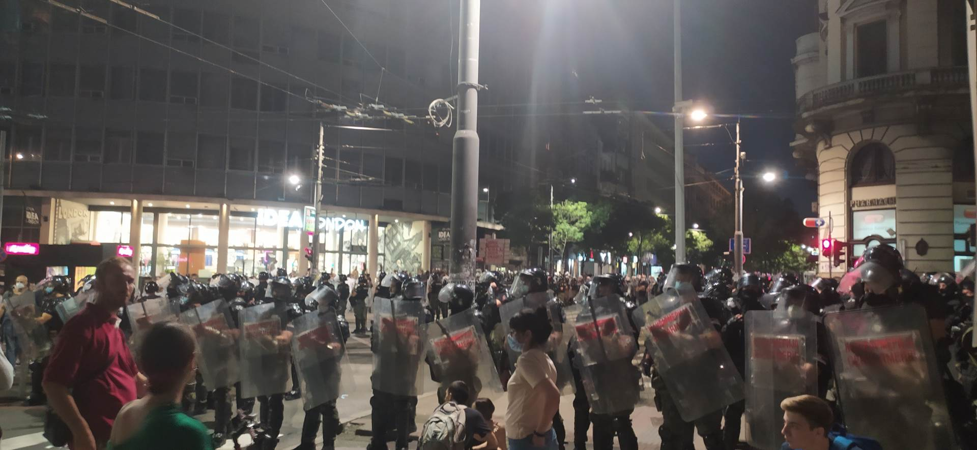 kordon lonon policija protest