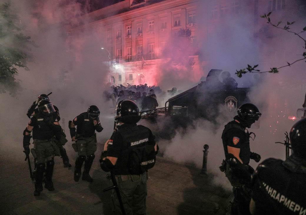 suzavac-protest-neredi-policija-beograd-stefan-stojanović-0.jpg