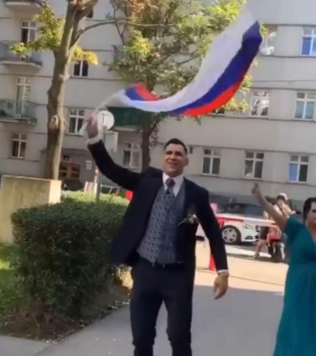 Aleksandar Rakić odelo srpska zastava