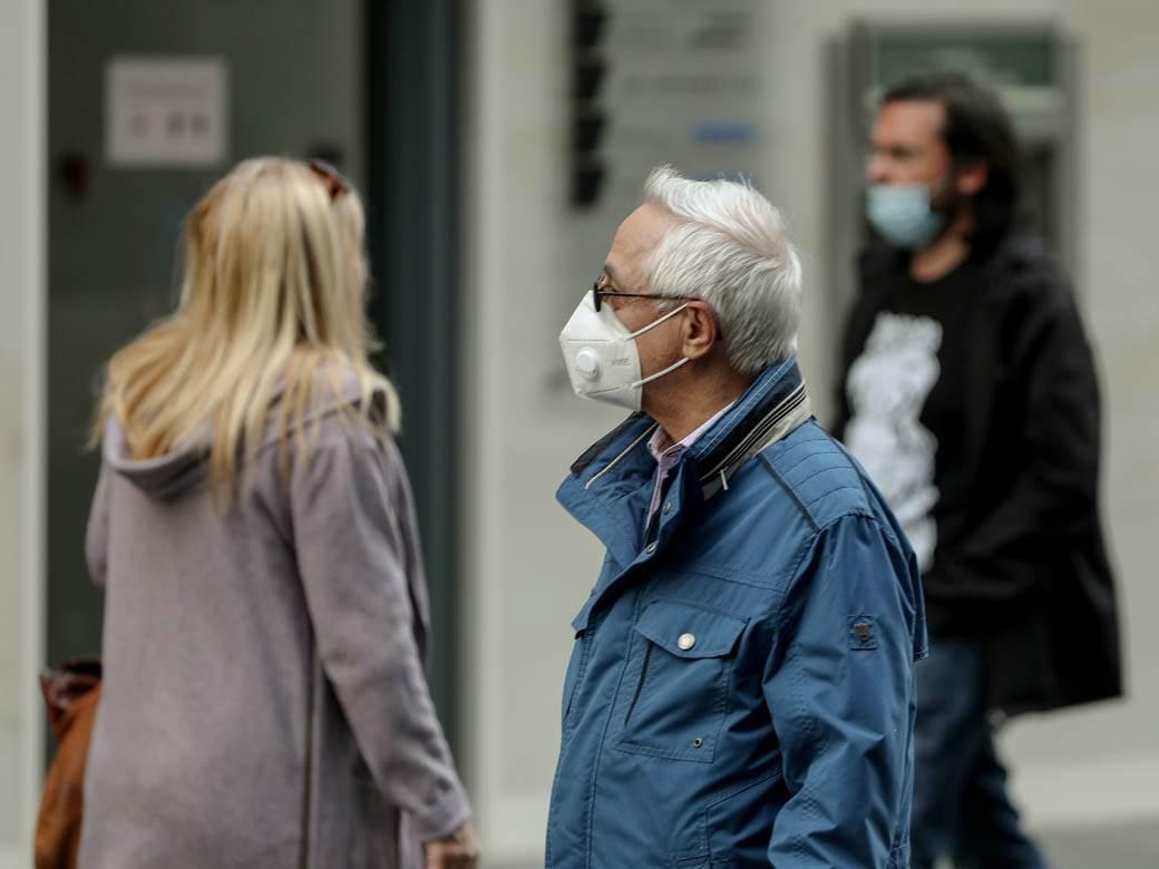 ljudi pešaci pešak zaštitne maske