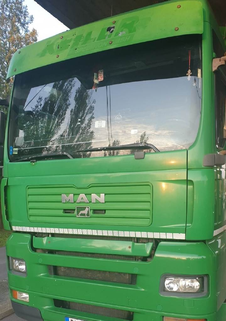 Kabina kamiona punog droge