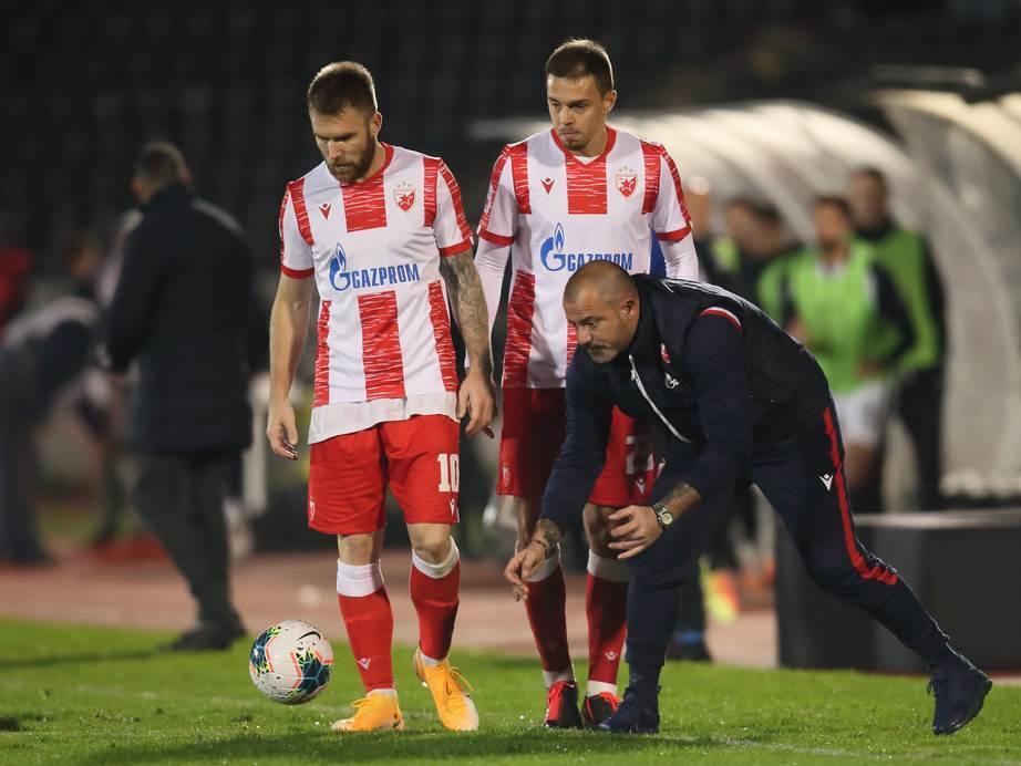 Dejan Stanković sa igračima Zvezde.