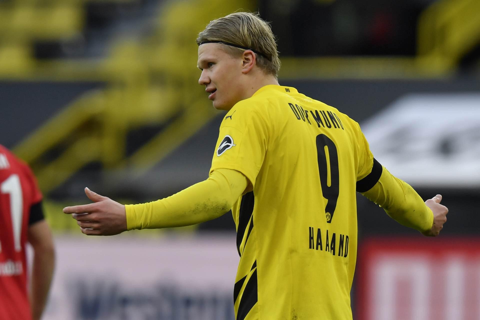 Erling Braut Holand širi ruke na utakmici u dresu Borusije Dortmund