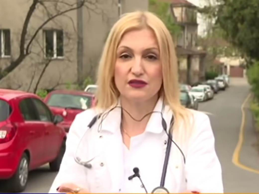dr ivana milosevic na ulici u belom mantilu