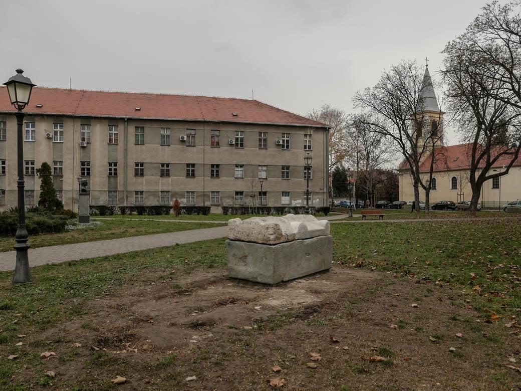 rimski-sarkofag-zemun-park-stefan-stojanović-4
