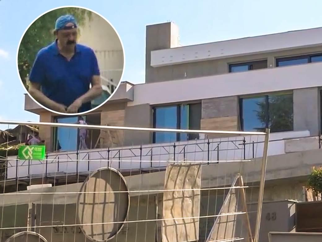 DOK POJEDINI GRCAJU, DŽINOVIĆ GRADI VILU NA SENJAKU: Pogledajte pevačevo  luksuzno zdanje (FOTO) | Mondo Portal