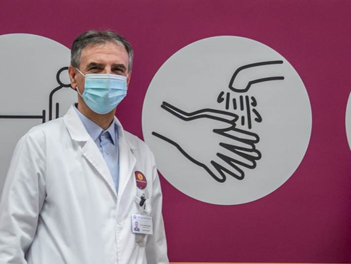 distanca,-ruke,-maska,-doktor