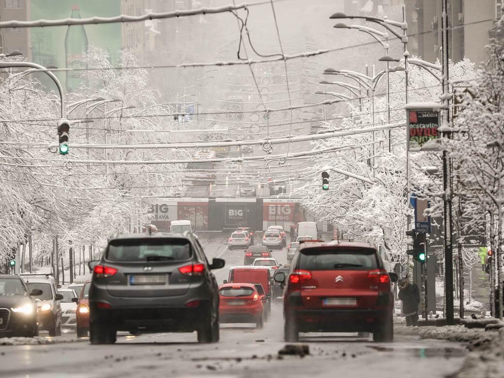 sneg zima saobraćaj kolaps automobil