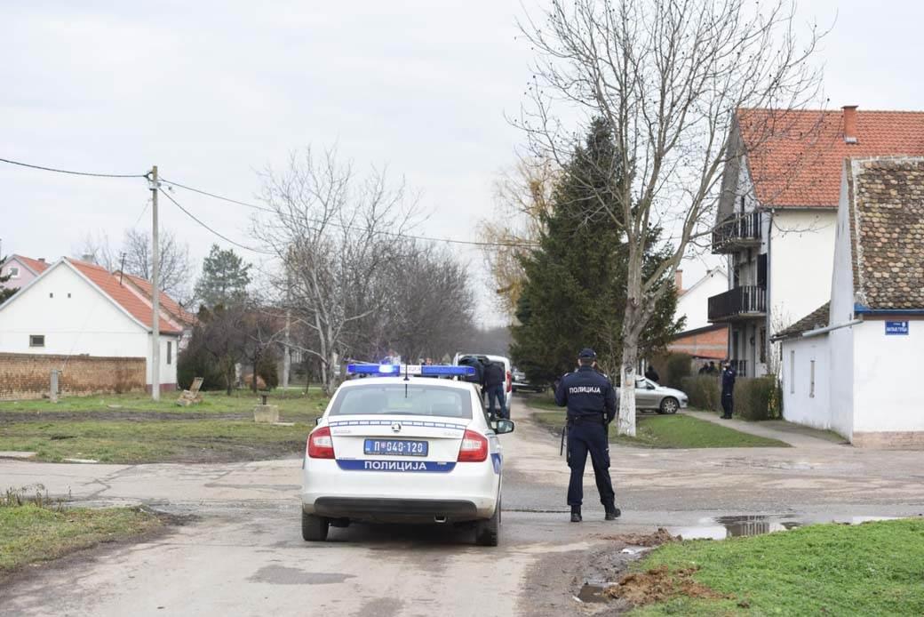 Mesto ubistva navijaca, staićevo, policija, policijska kola, 09