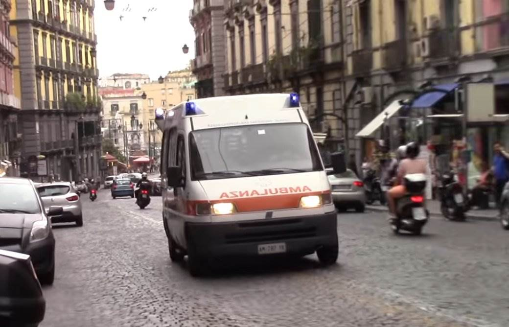 hitna pomoć italija, hitna pomoć, napulj, italija