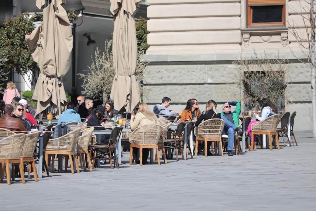 kafići, korona, bašte, epidemiološke mere, ljudi 04