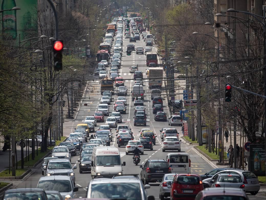 korona, presek, pešaci, gužva, saobraćaj, grad, ljudi