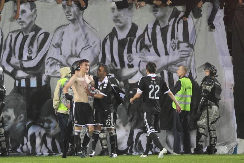 Dušan Vlahović sa 16 godina slavi gol u finalu Kupa Srbije protiv Javora.