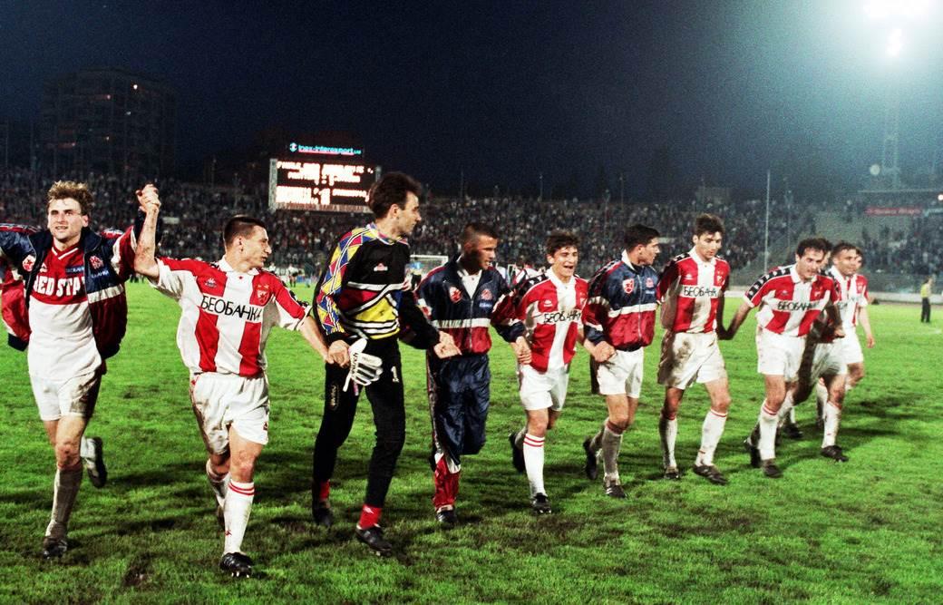 Igrači Zvezde proslavljaju osvajanje Kupa Jugoslavije 1996. godine